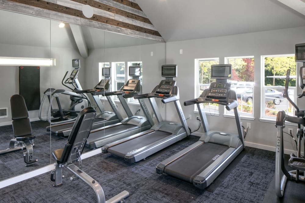 Well-equipped fitness center at Heatherbrae Commons in Milwaukie, Oregon
