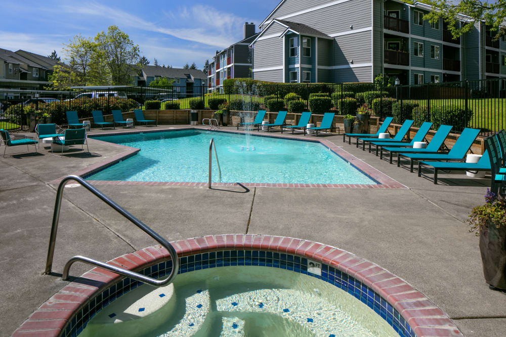 Hot tub and swimming pool area at Heatherbrae Commons in Milwaukie, Oregon