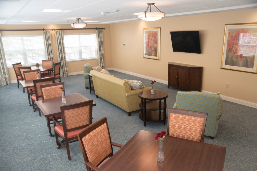 Sitting area at Brookridge Heights senior living