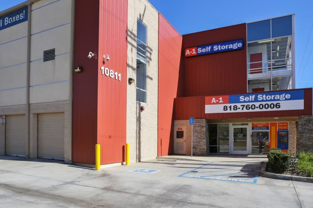 Exterior of A-1 Self Storage in North Hollywood, California