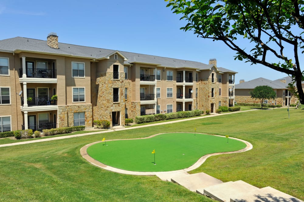 Green areas at El Lago Apartments in McKinney, Texas