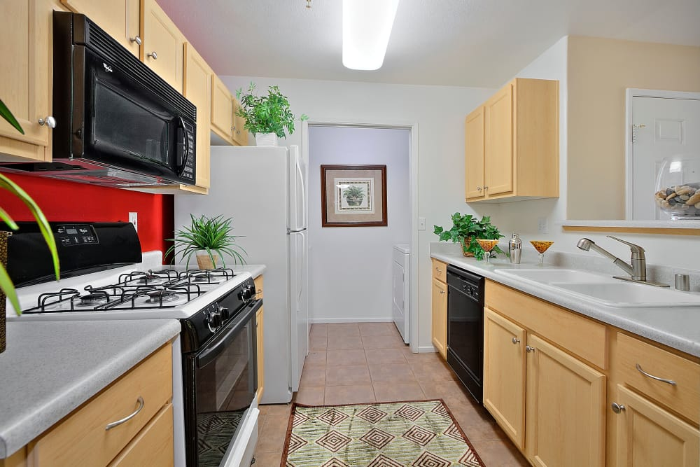 Cielo Apartment Homes offers a well-equipped kitchen in Henderson, Nevada