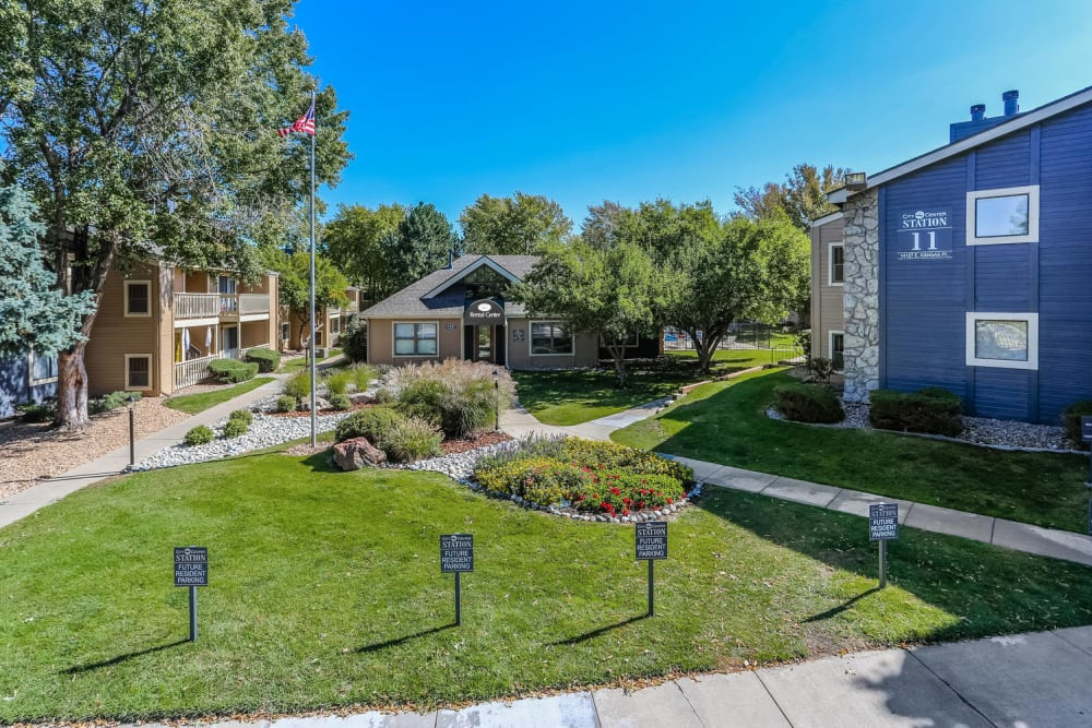 Well maintained grounds at City Center Station Apartments in Aurora, Colorado