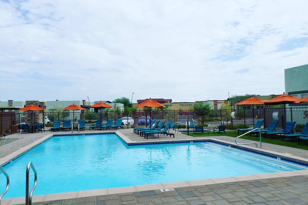 Avilla Victoria offers a sparkling swimming pool in Queen Creek, Arizona