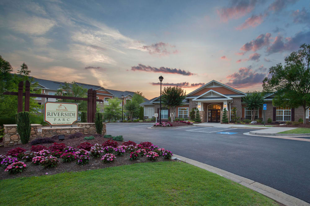 Entrance & Signage of Panther Riverside Parc Apartments | Luxury Apartments in Atlanta, GA