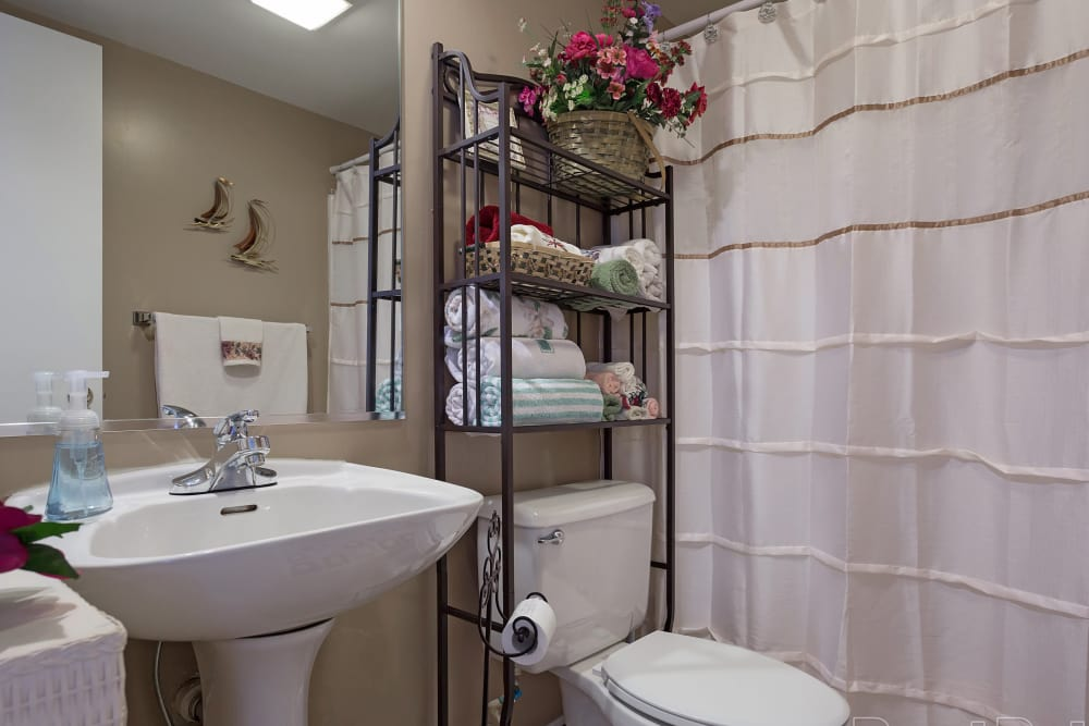 Crescent Oaks offers a spacious bathroom in Graham, North Carolina