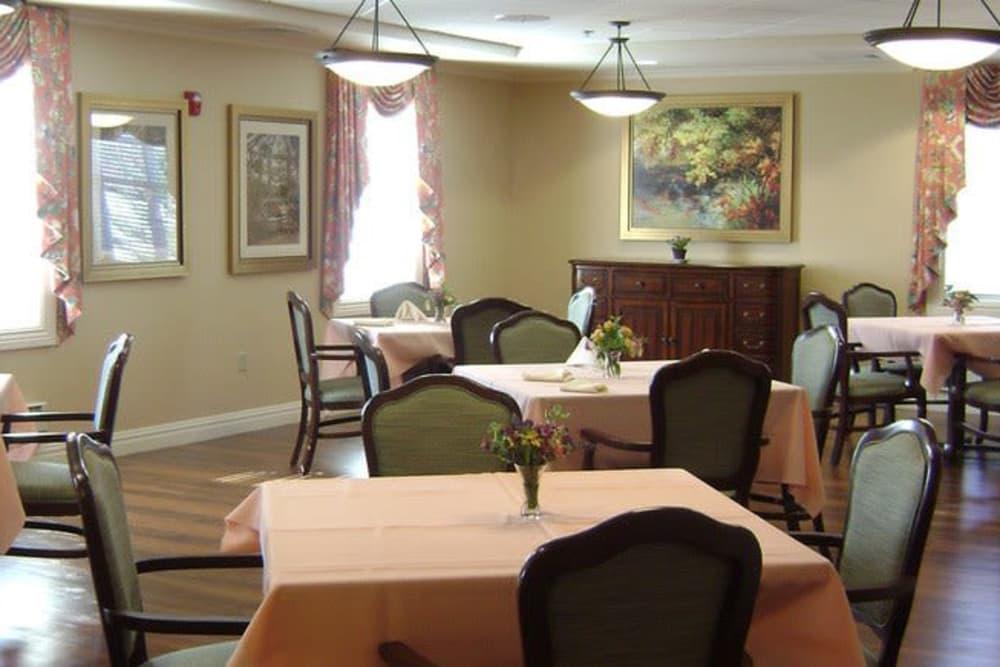 Symphony Manor dining room