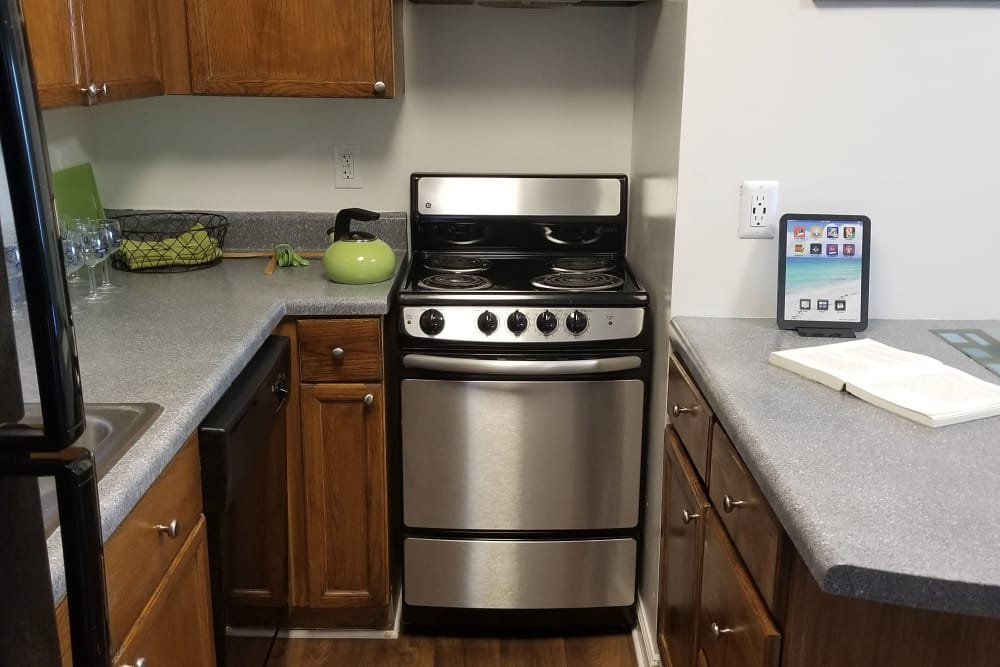 Fully equipped kitchen at Claypond Commons in Myrtle Beach, South Carolina