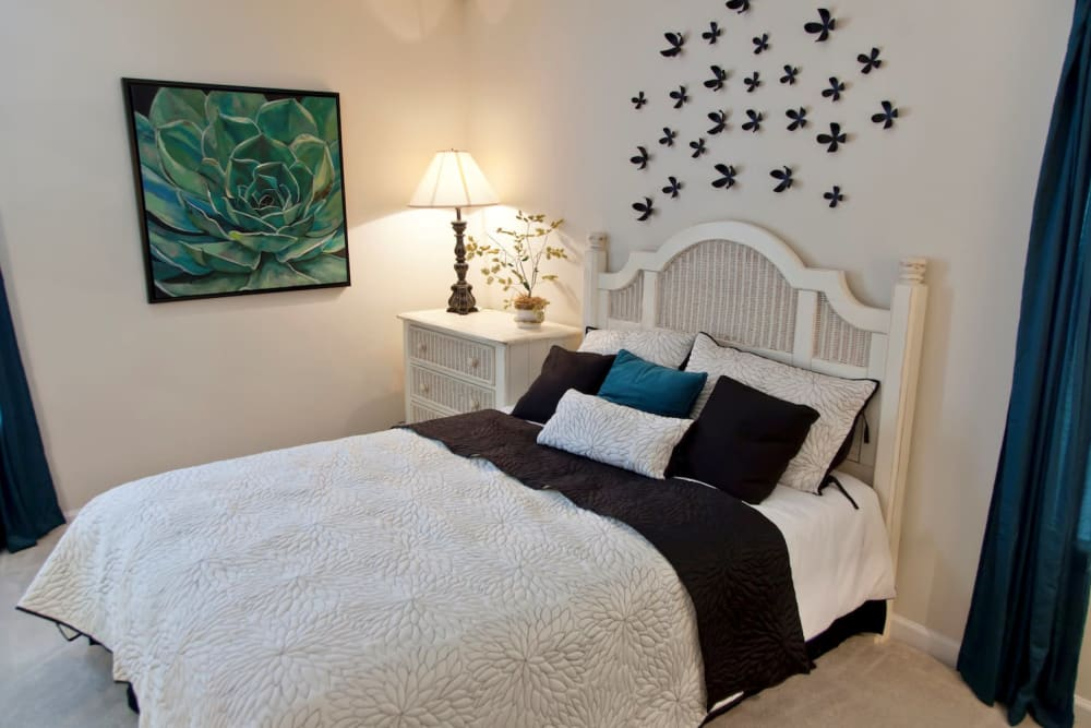 Fieldstone Apartments showcase a well decorated bedroom in Mebane, North Carolina