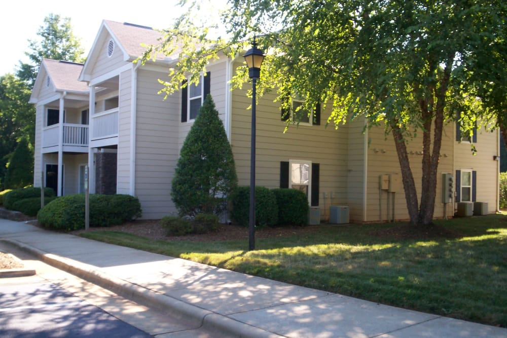 Exterior of apartments at Fieldstone Apartments in Mebane, North Carolina