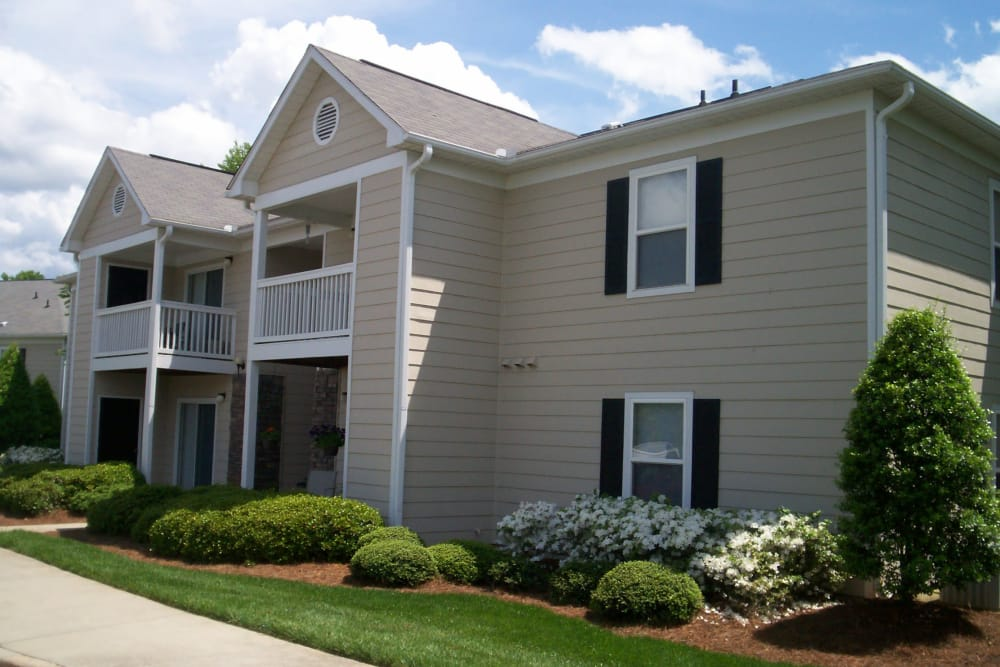 Apartment exterior and well-manicured lawn at Fieldstone Apartments in Mebane, North Carolina