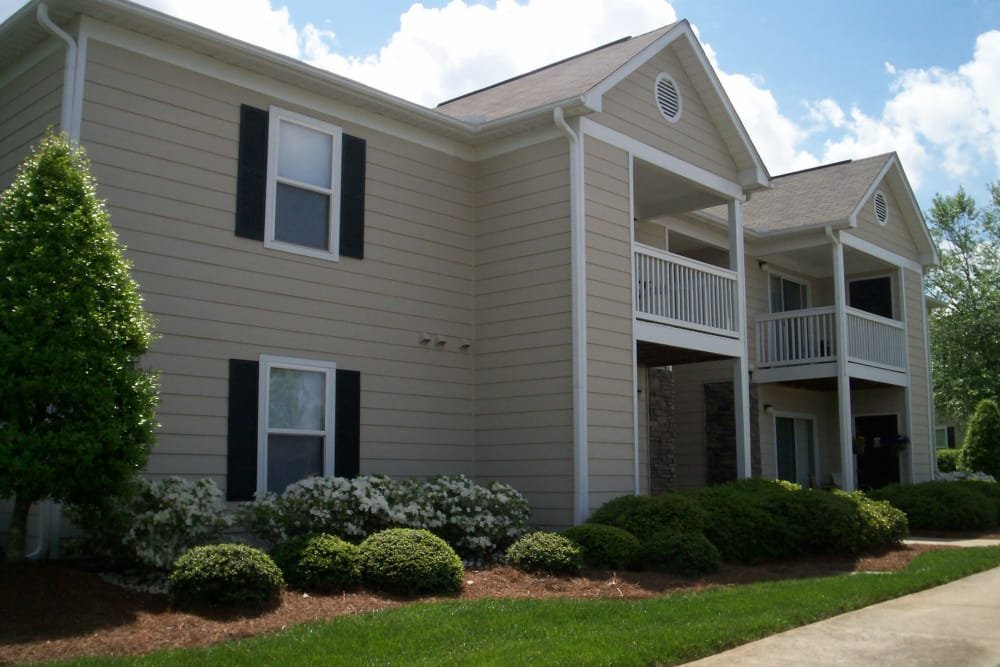 Exterior view of the apartments at Fieldstone Apartments in Mebane, North Carolina