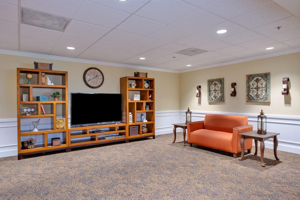 TV room at Grand Villa of Deerfield Beach in Florida