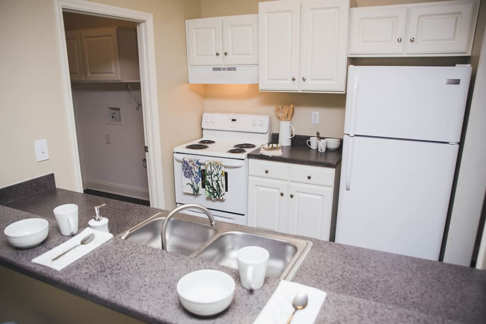 Kitchen at Brighton Park Apartments in Byron, Georgia