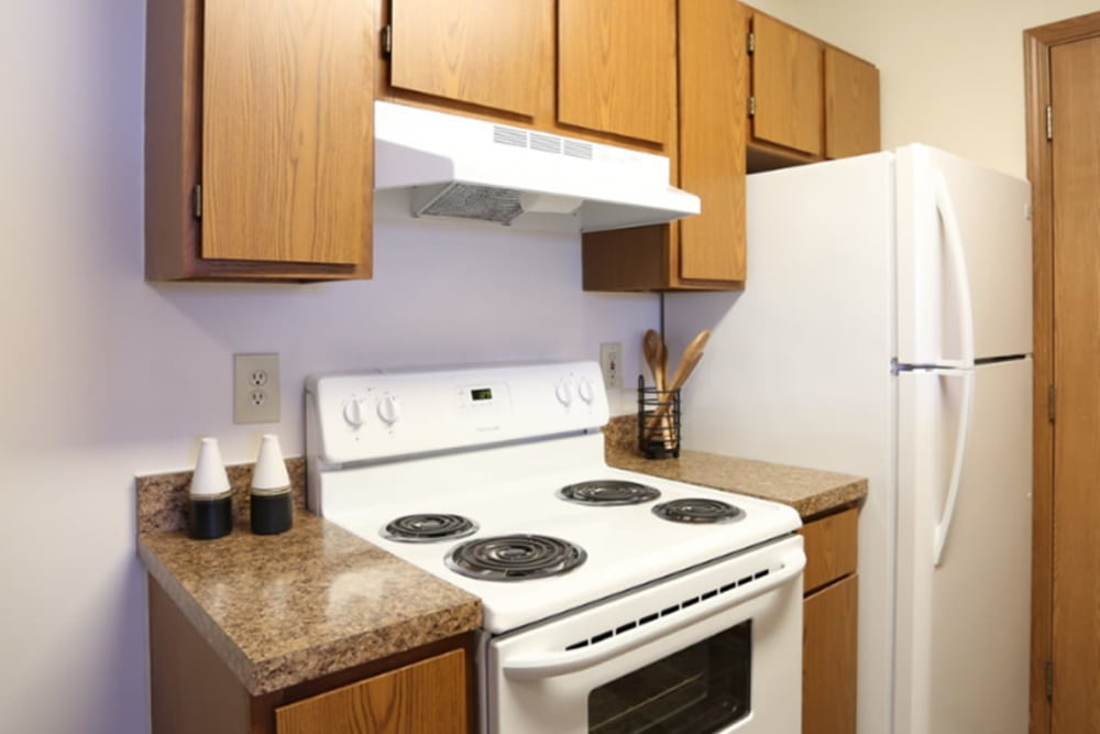 Modern kitchen at Gateway Lakes Apartments in Grove City, Ohio