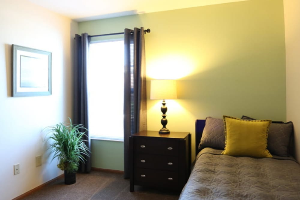 Bedroom at Gateway Lakes Apartments in Grove City, Ohio