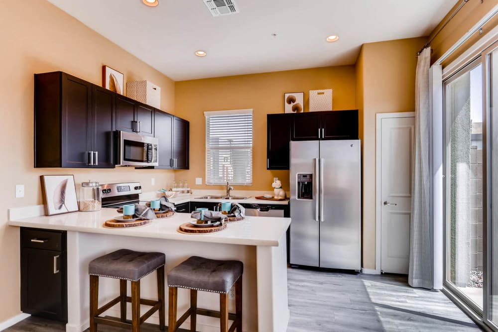 Fully-equipped kitchen and breakfast bar at Avilla Deer Valley in Phoenix, Arizona