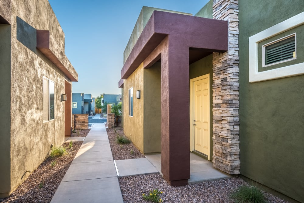 Exterior of Avilla Grace apartments in Chandler, Arizona