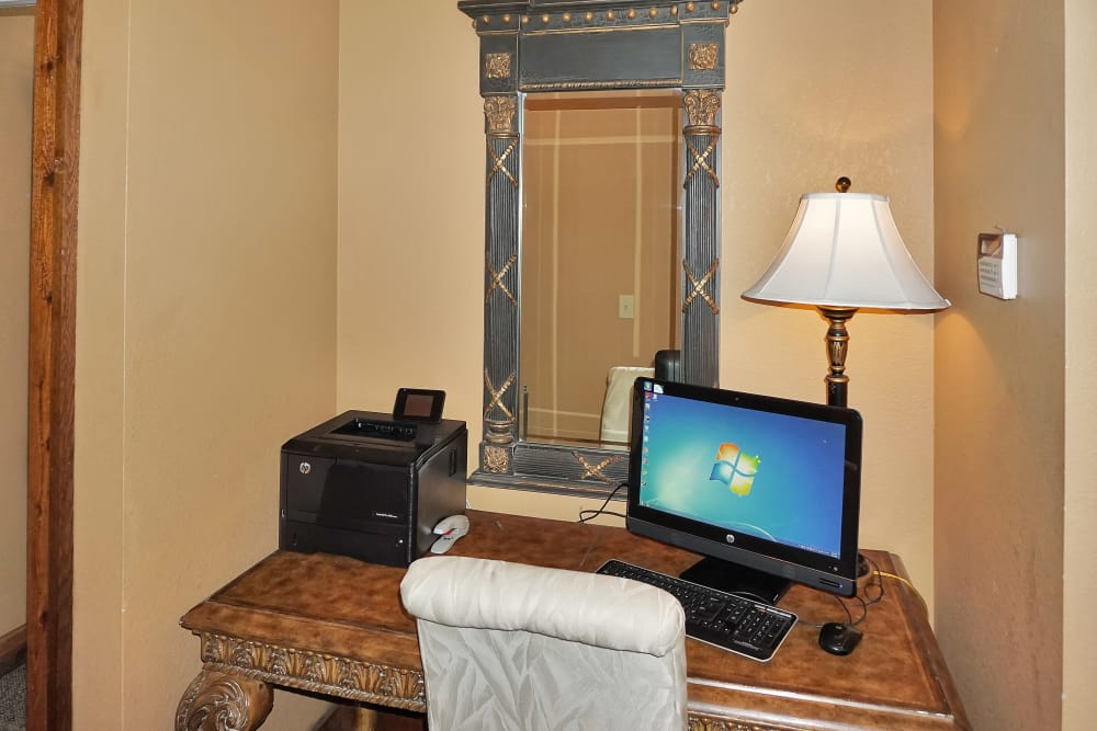 Business center with computers for resident use at Renaissance St. Andrews in Louisville, Kentucky
