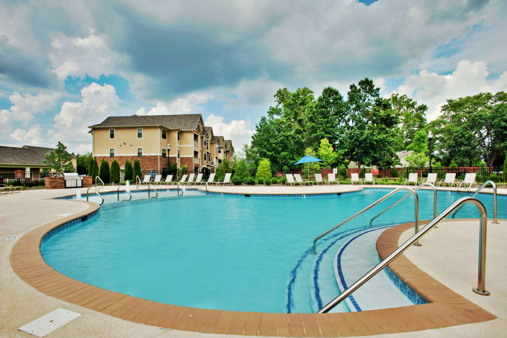 Gorgeous swimming pool area at Richland Falls in Murfreesboro, Tennessee