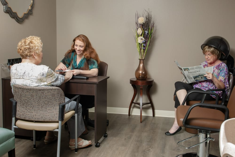 Residents enjoying the onsite spa at Serenity, A Randall Residence in East Peoria, Illinois