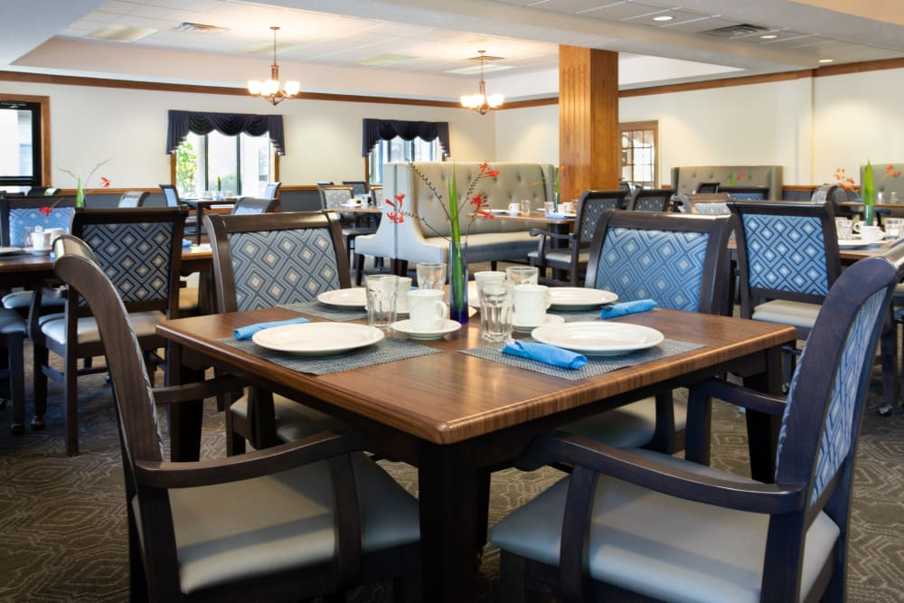 Community dining room at Villa at the Lake in Conneaut, Ohio