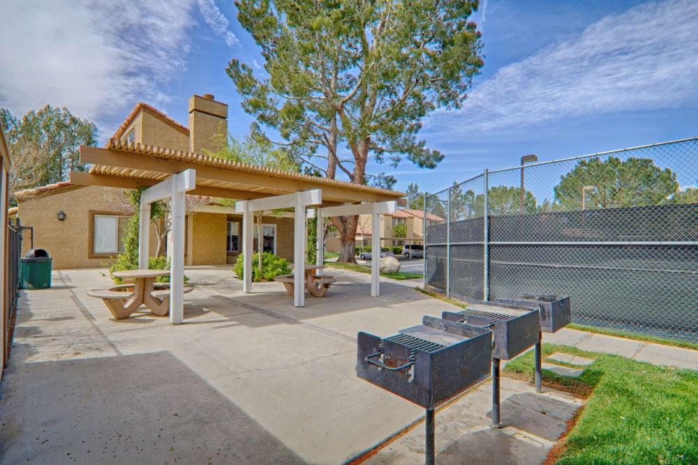 Outdoor picnic area at Granada Villas Apartment Homes in Lancaster, California