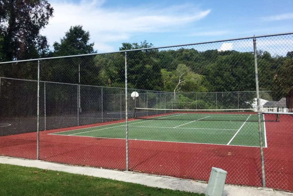 Tennis court at Willow Run in Clinton, Tennessee