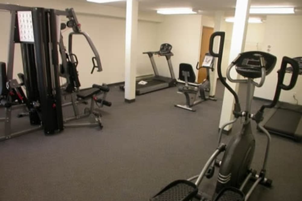 Fitness center at Lincoya Bay Apartments & Townhomes in Nashville, Tennessee