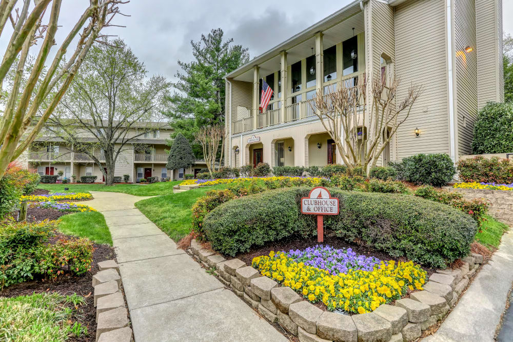 Side photo of the garden at Lincoya Bay Apartments & Townhomes in Nashville, Tennessee