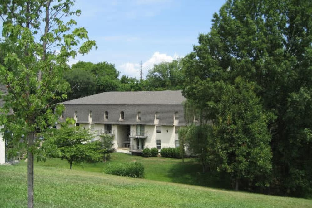 Front view at Hickory Creek Apartments & Townhomes in Nashville, Tennessee