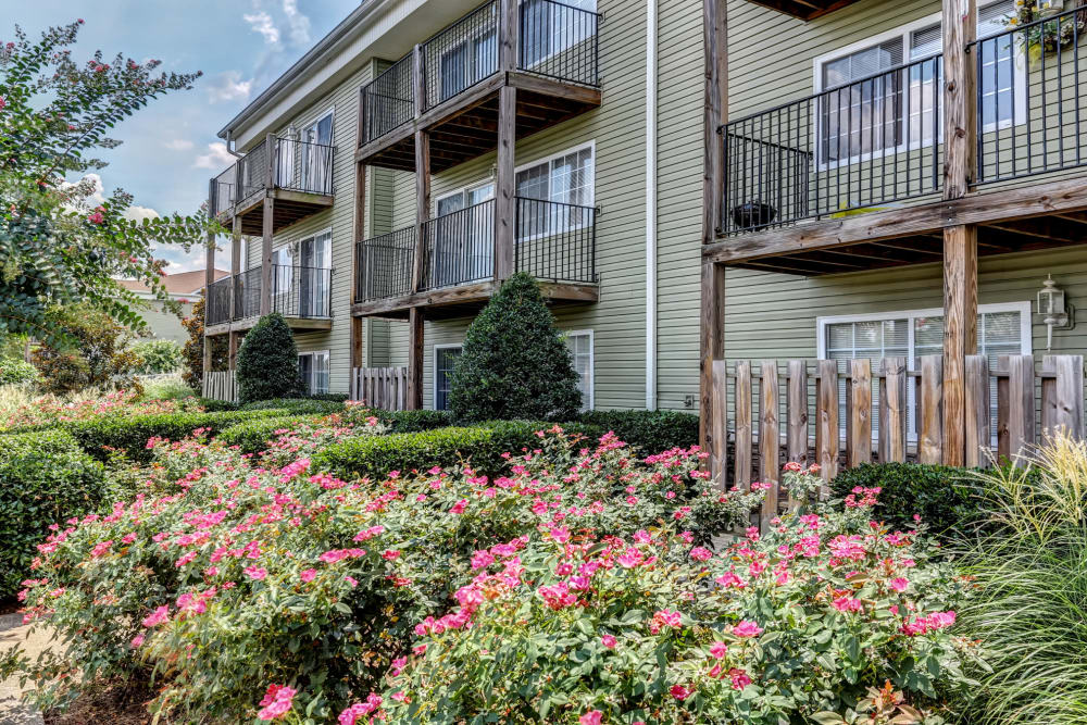 Exterior view at Jackson Grove Apartment Homes in Hermitage, Tennessee