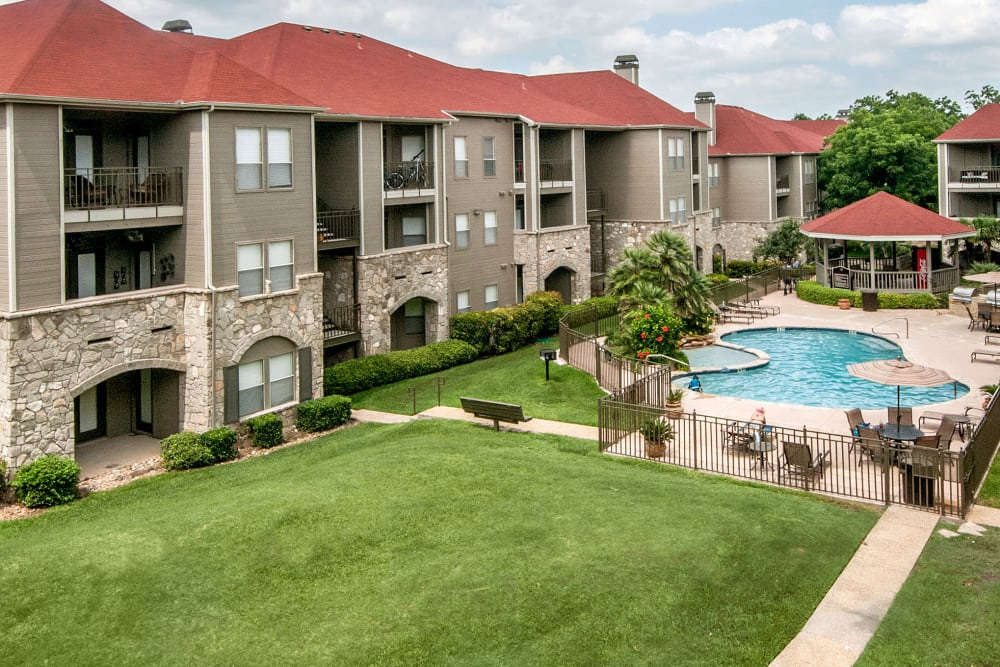 View of resident buildings and pool area at Rosemont at Olmos Park in San Antonio, Texas