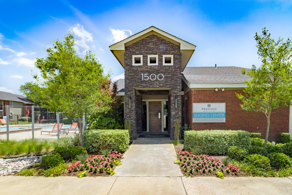 Front of leasing office at Presidio Apartments in Allen, Texas