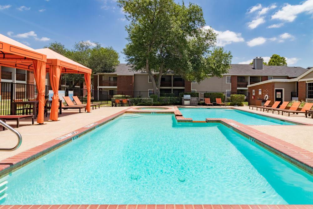 Swimming pool in Allen, Texas at Presidio Apartments