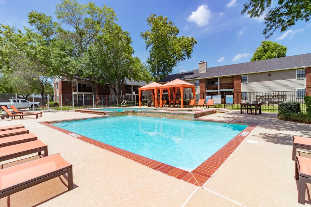 Swimming pool at Presidio Apartments in Allen, Texas