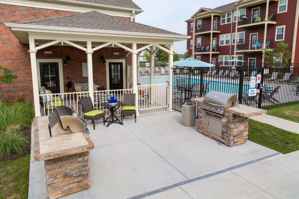 A poolside barbeque area at Traditions at Mid Rivers in Cottleville, Missouri