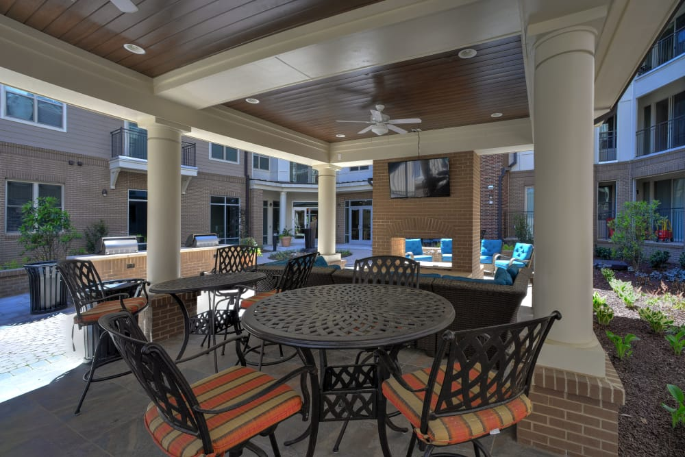 Outdoor patio area at 401 Oberlin in Raleigh, North Carolina