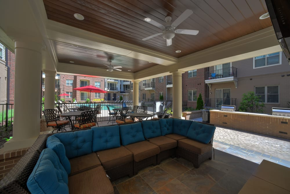 Outdoor seating area at 401 Oberlin in Raleigh, North Carolina