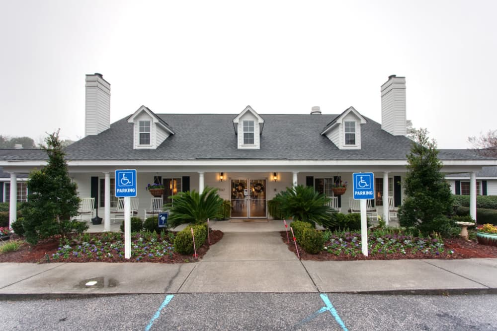 Front entrance at Sandpiper Courtyard in Mt. Pleasant