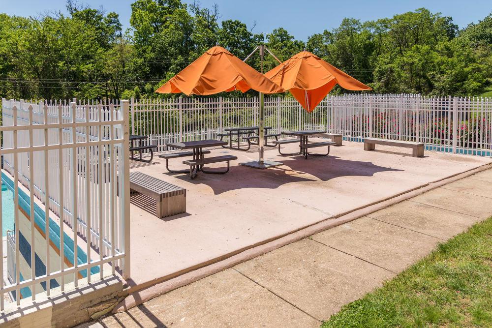 Exterior dining area at Bennington Crossings Apartment Homes in Alexandria, Virginia