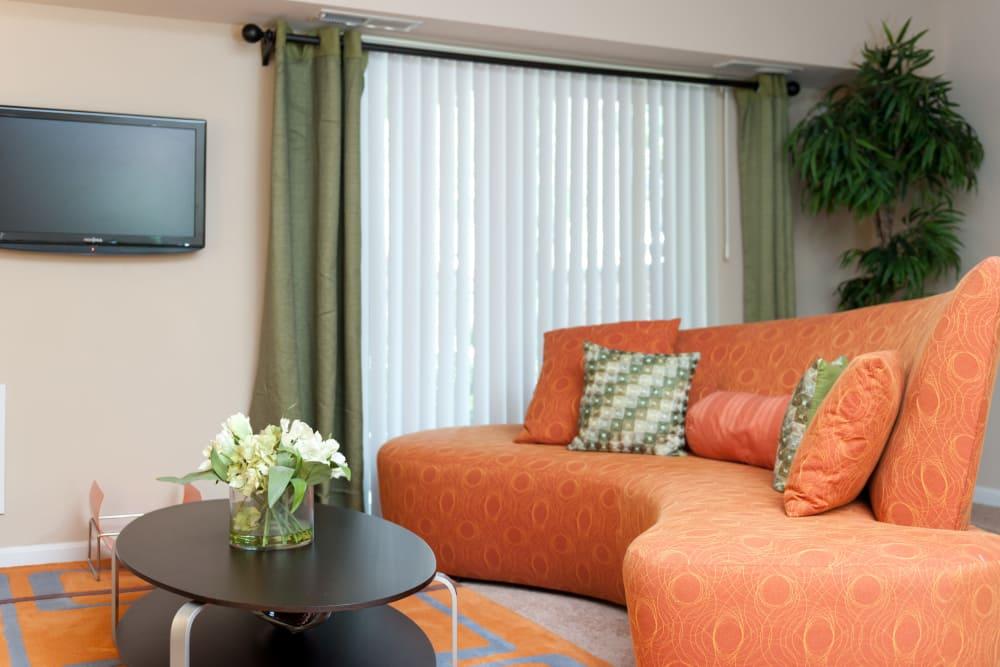 Living room at Bennington Crossings Apartment Homes in Alexandria, Virginia