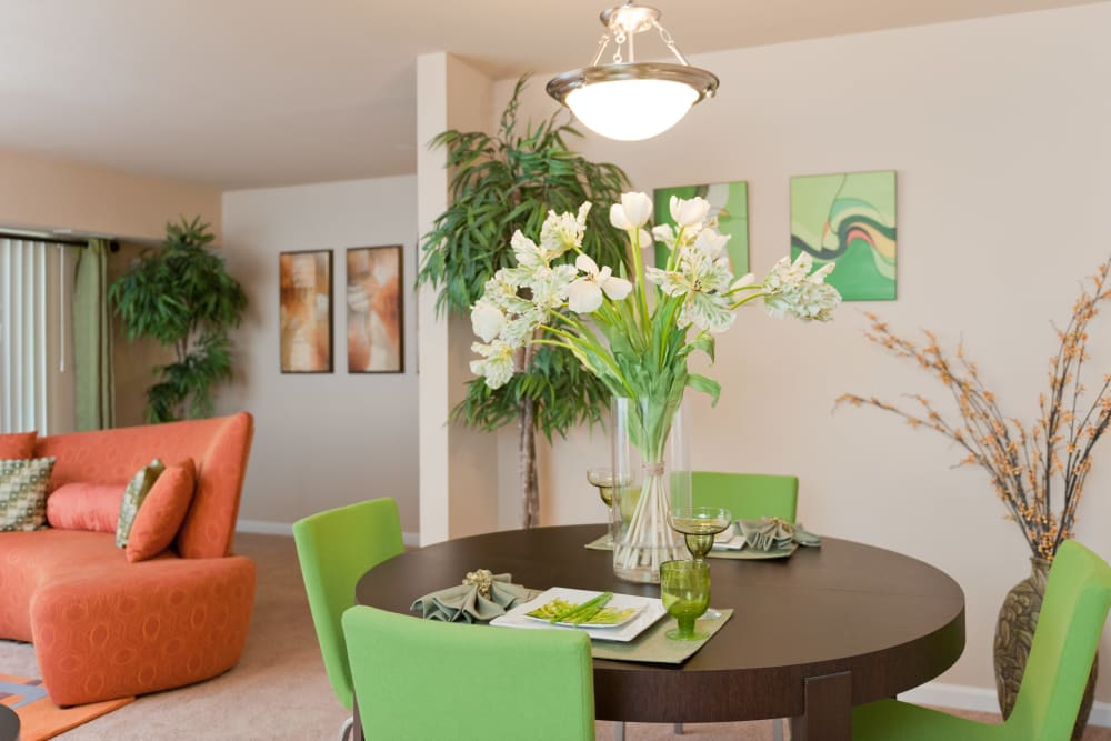 Dining table at Bennington Crossings Apartment Homes in Alexandria, Virginia