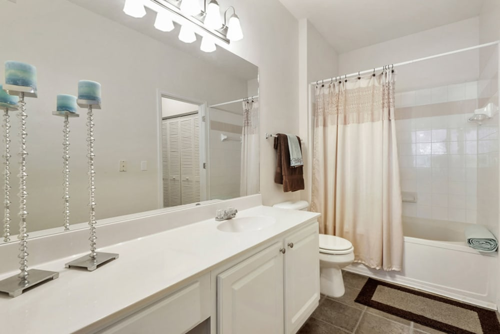 Plantation Apartments offers a bathroom in Gulfport, Mississippi