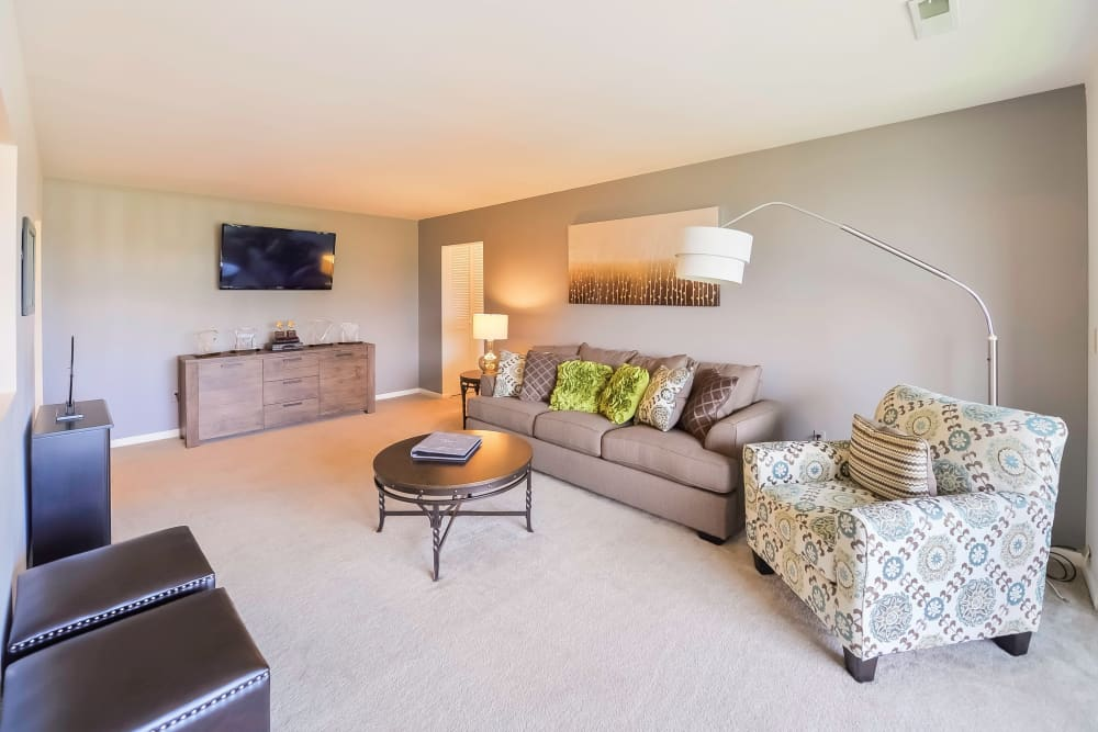 Living Room at Summit Pointe Apartment Homes in Scranton, Pennsylvania