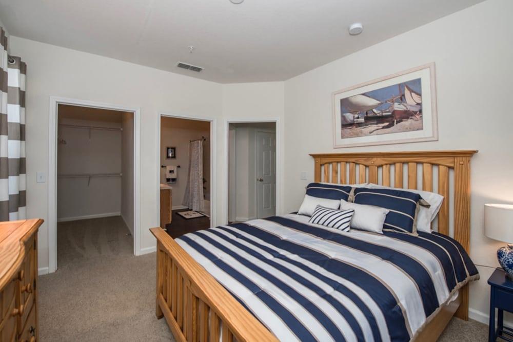 Large master bedroom at Villas by the Lake in Jonesboro, Georgia