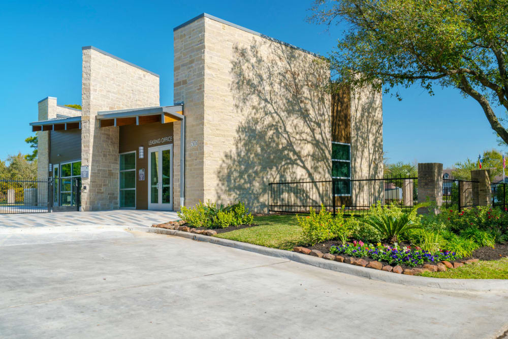 Exterior of the Leasing Office at Villages at Parktown Apartments in Deer Park, Texas