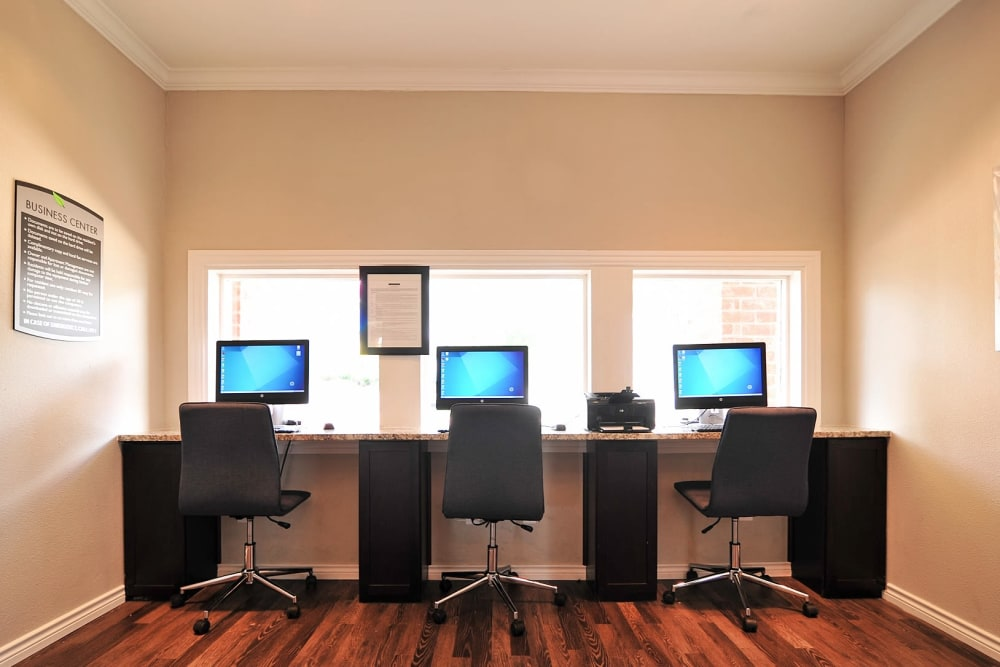 Business center at Bayou Parc at Oak Forest in Houston, Texas