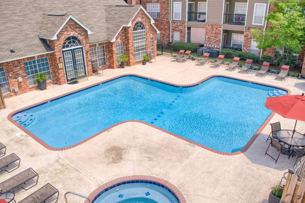 Pool and hot tub at The Lexington Apartment Homes in Biloxi, Mississippi