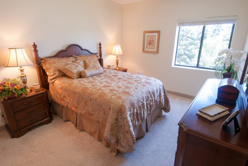 Well decorated bedroom at Evergreen Court in North Bend, Oregon